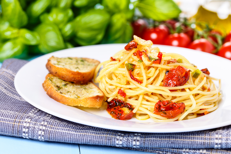 Spicy Roasted Tomatoes with Spaghetti